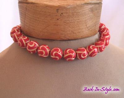 1950s-red-white-bead-necklace-1